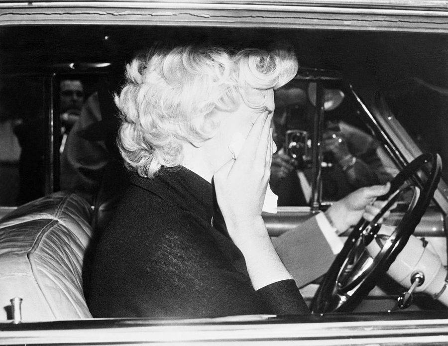 Marilyn Monroe And The Paparazzi