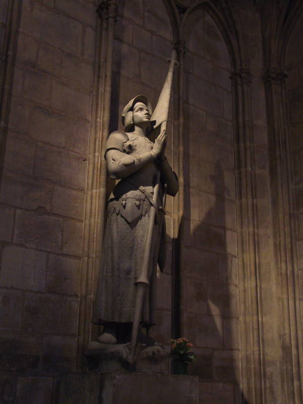 Joan of Arc praying statue