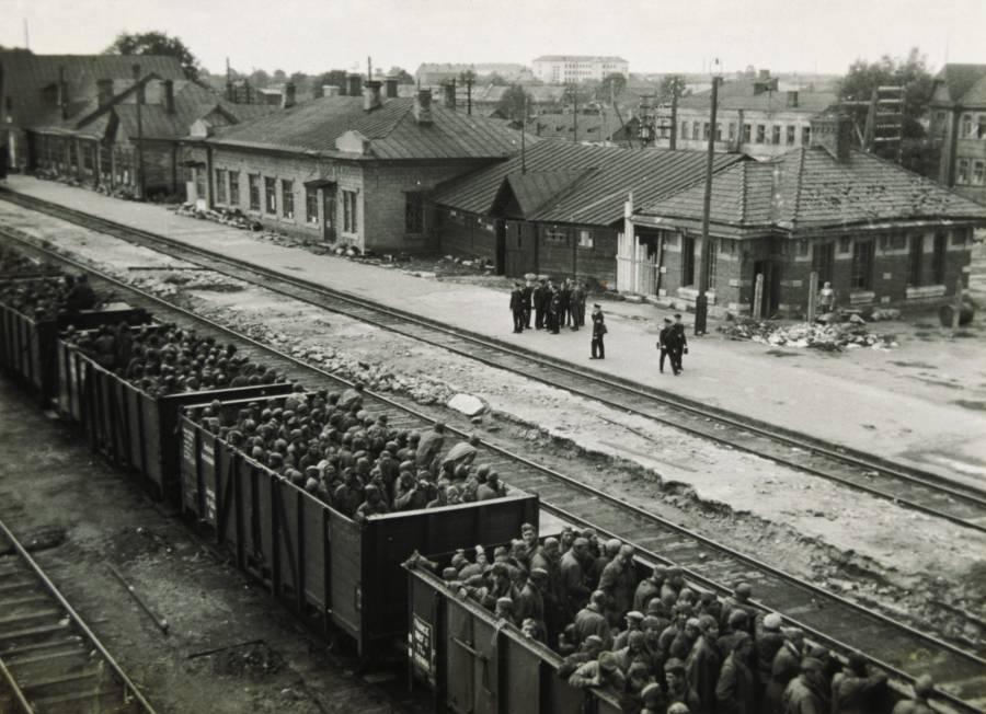 German military transporting Soviet prisoners of war