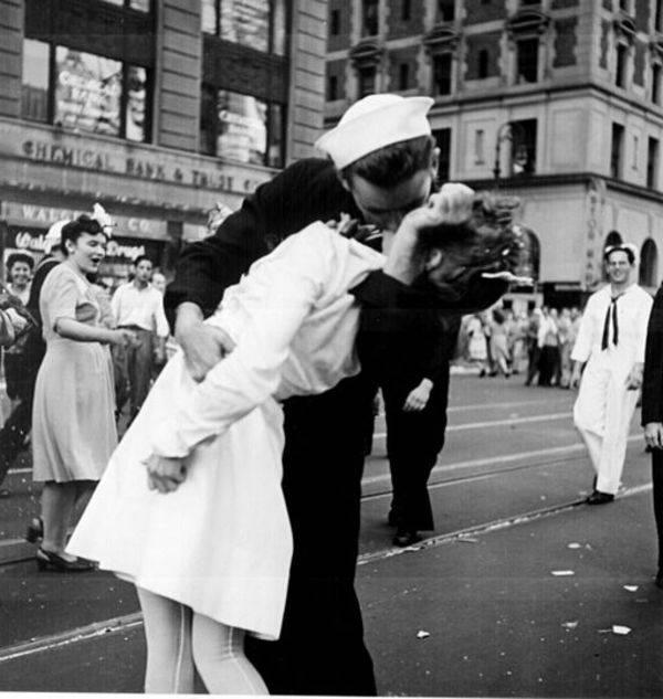 V J Day Kiss