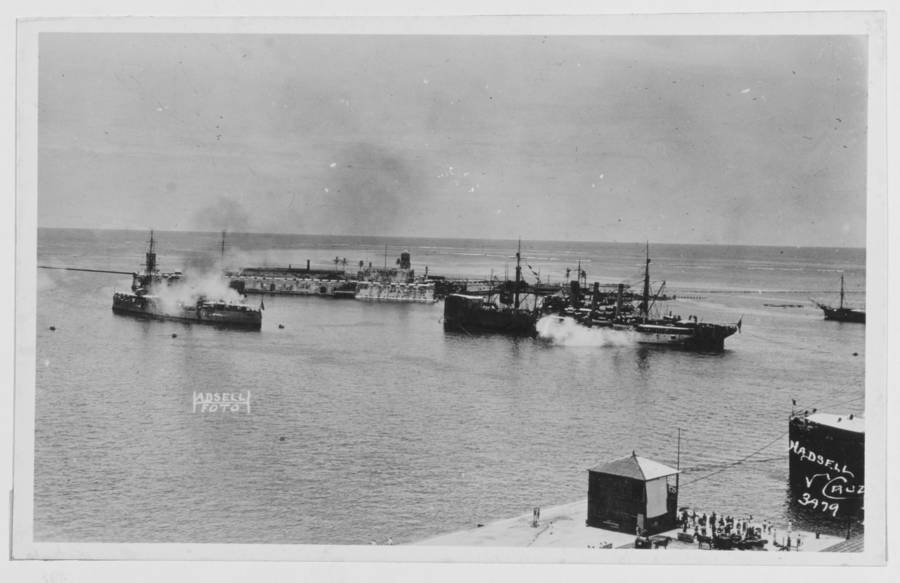 American ships move into Veracruz