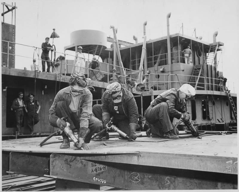 Women Ship Working