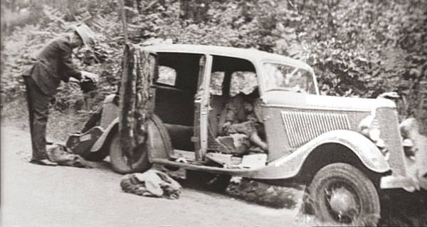 Bonnie And Clyde >> The Gory Deaths Of Bonnie And Clyde America S Most Infamous