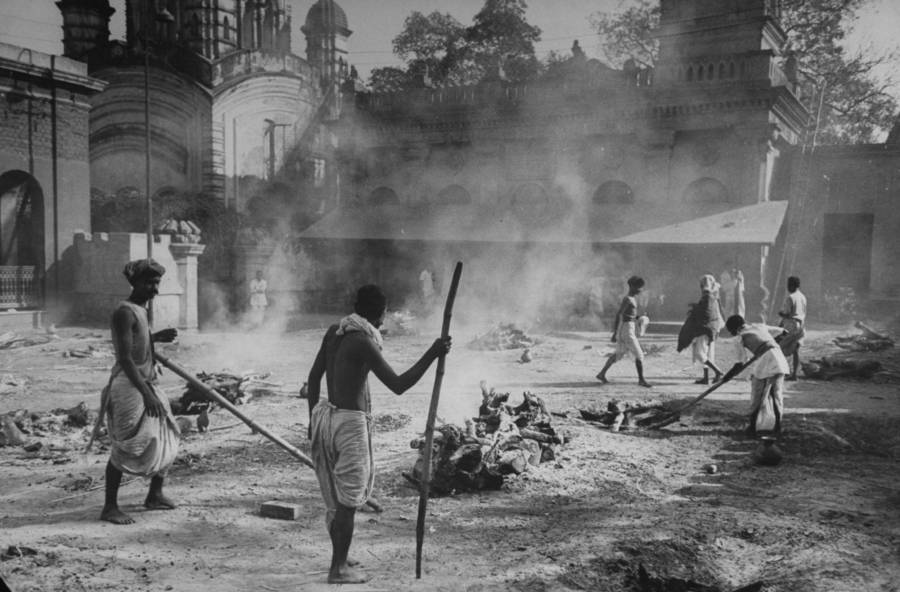 Burning the dead in Bengal Famine