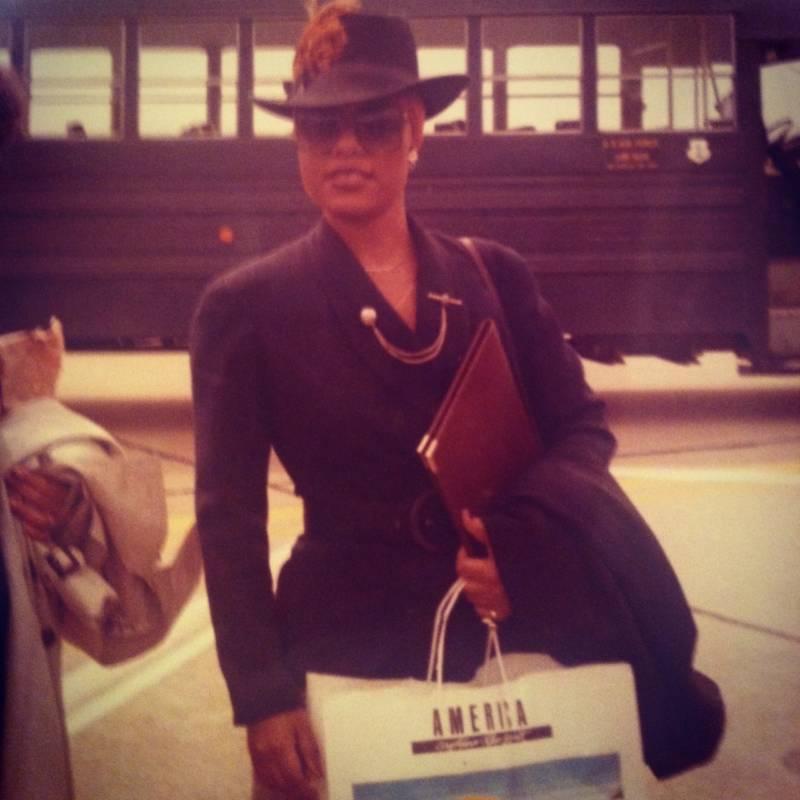 Classy Hat Bus