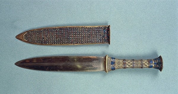 """King Tut's Dagger Has An """"Extraterrestrial Origin,"""" Experts Say"""