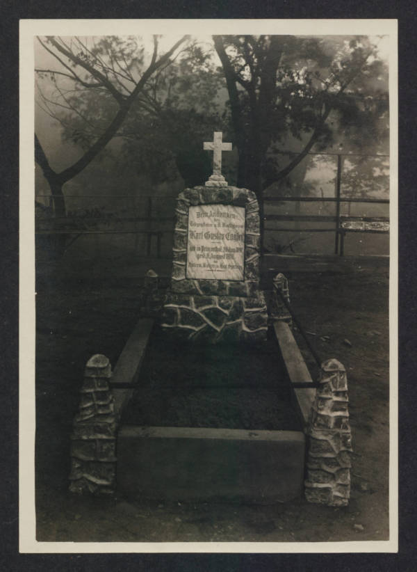 Grave Died In Camp