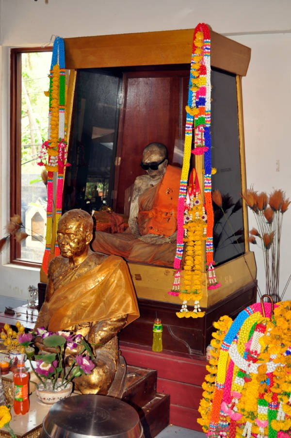 Luang Pho Daeng Mummy