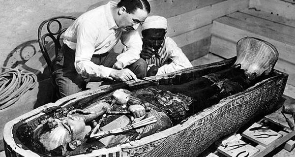 Opening Tomb Of King Tut