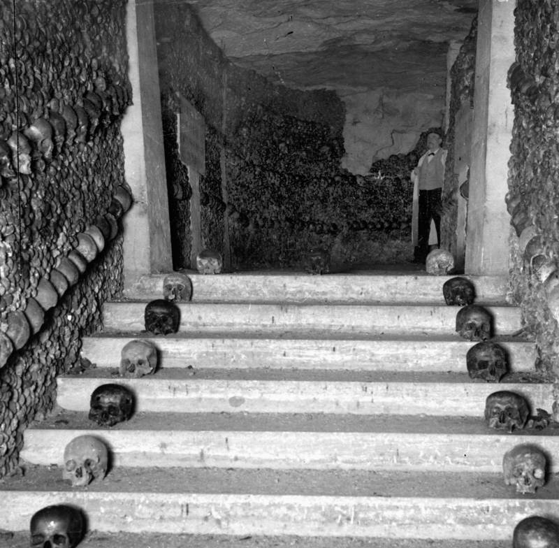 Skull stairs in French Catacombs