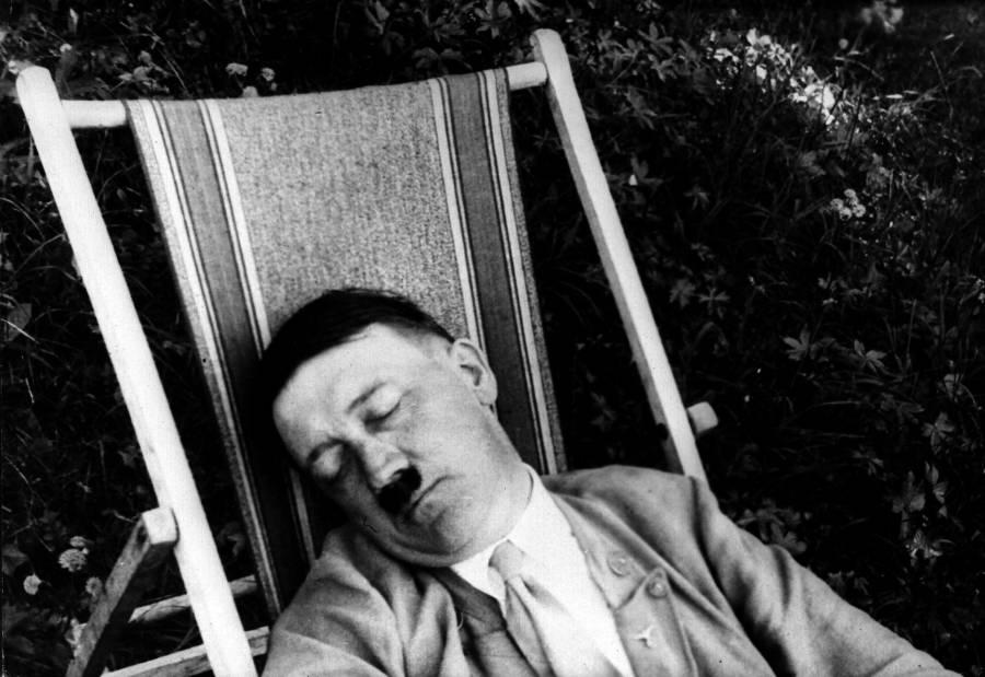 Snoozing Fuhrer