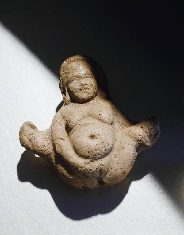Naked Chinese goddess