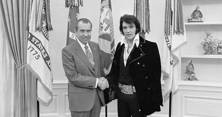 Elvis shakes hands with President Nixon