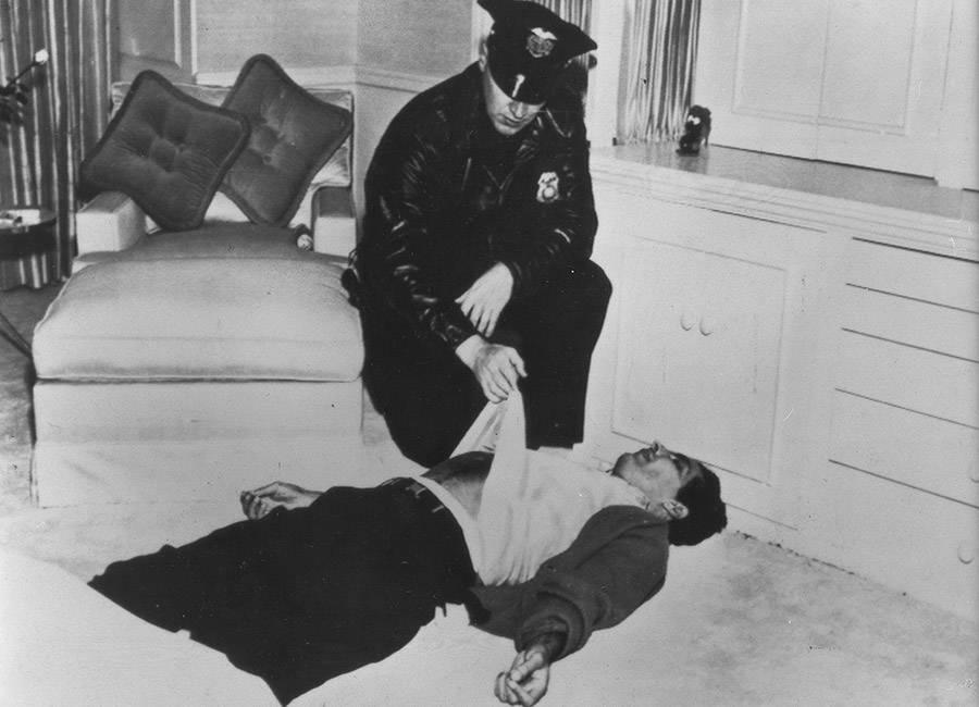 Johnny Stompanato Dead On The Ground