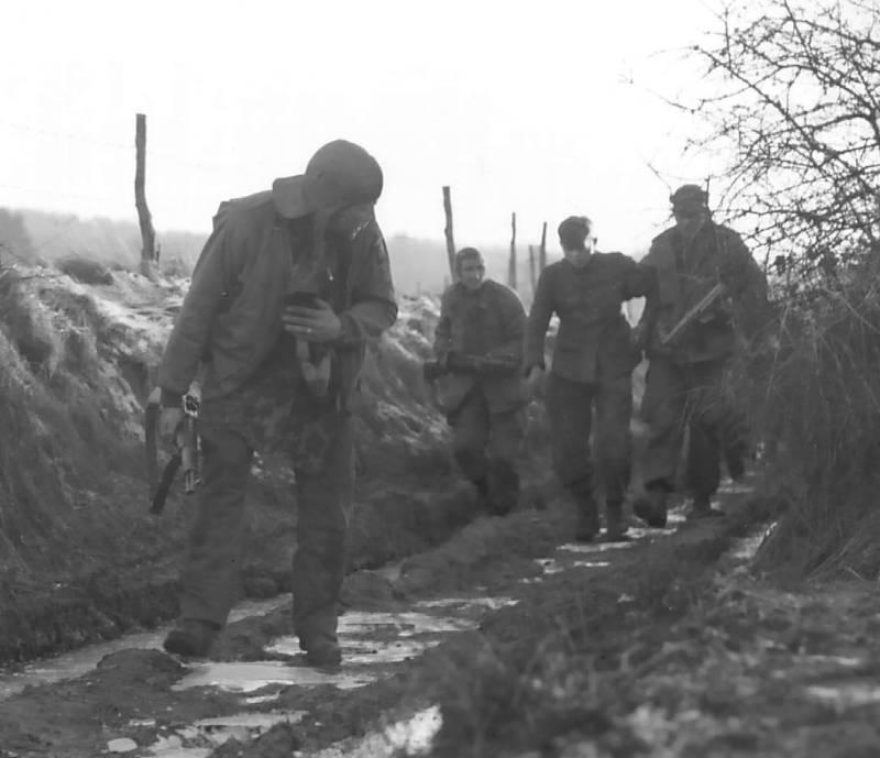 U.S. troops with a Nazi POW