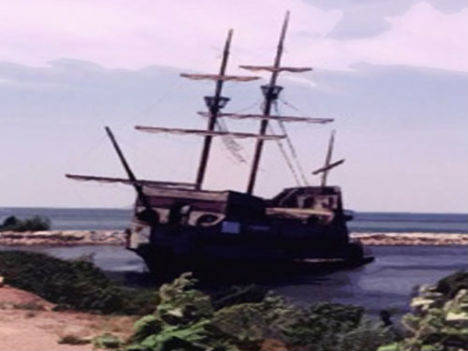 Ghost Ship Bel Amica on the shore
