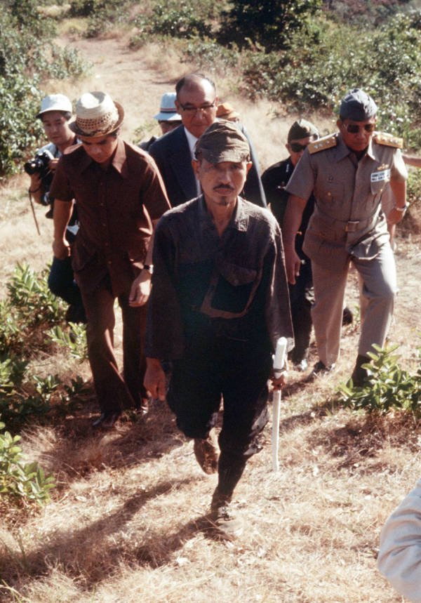 Hiroo Onoda being escorted out of the jungle