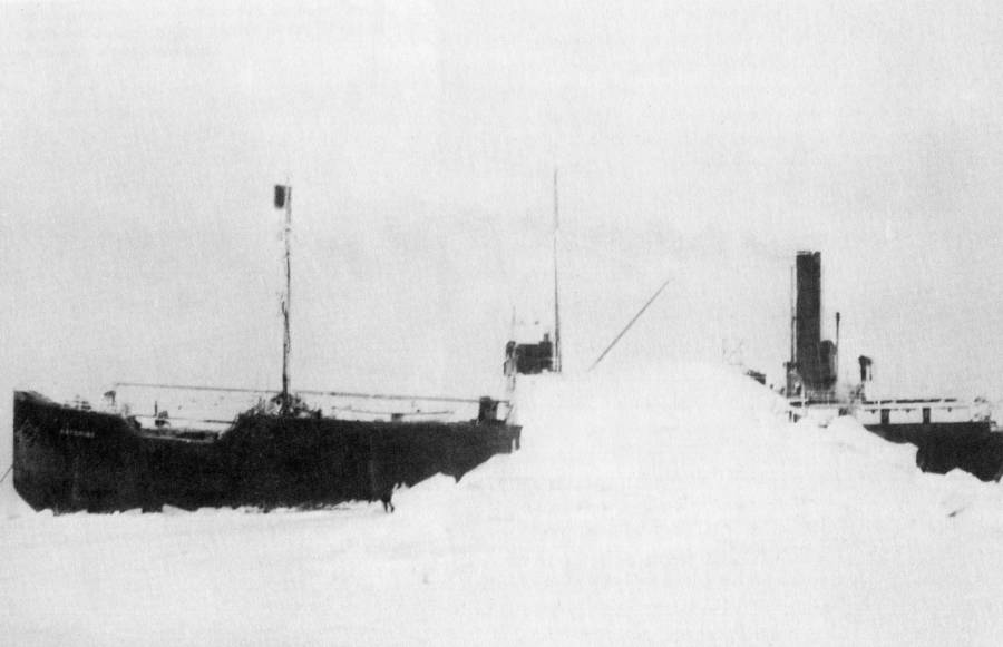 Ss Baychimo trapped in a glacier