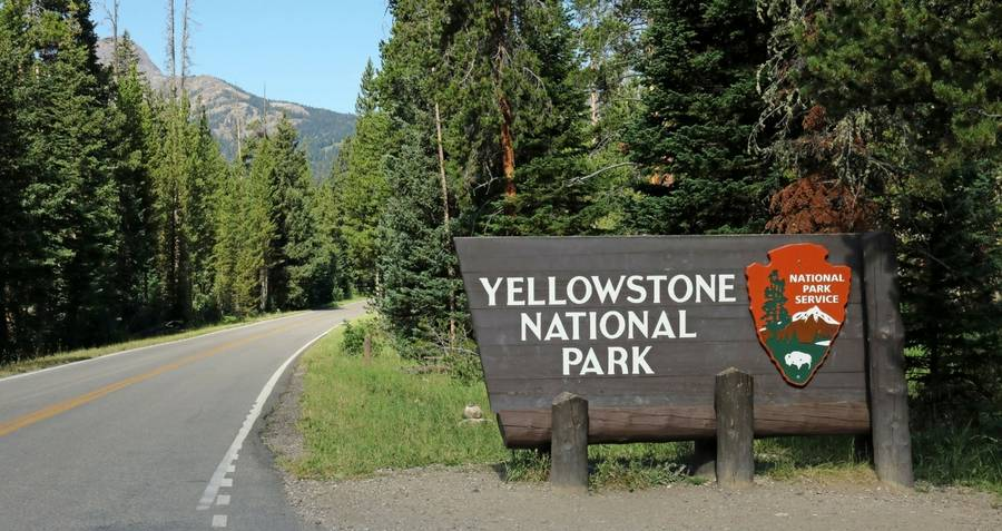 Yellowstone National Park entrance