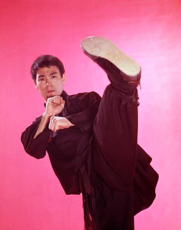 Bruce Lee High Kick