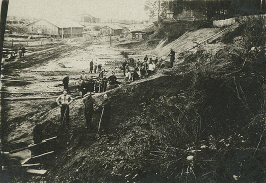 Gulag prisoners working in Siberia