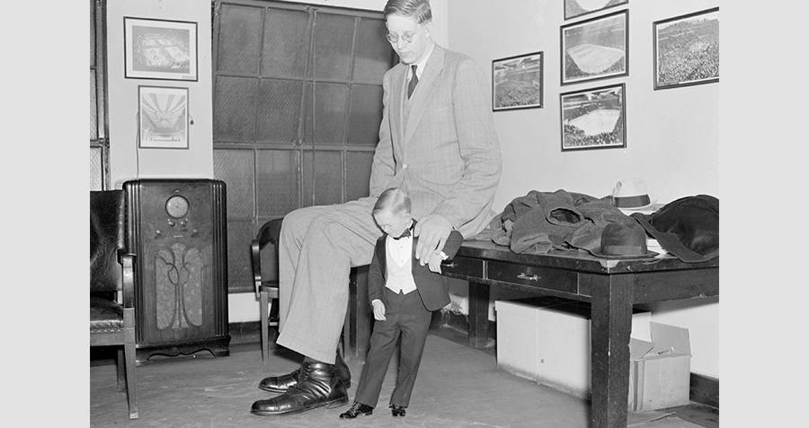 Robert Wadlow With A Little Person