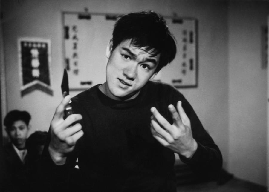 Bruce Lee acting in a TV show as a thug with a knife