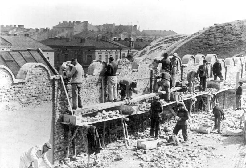 Building Krakow Ghetto Wall