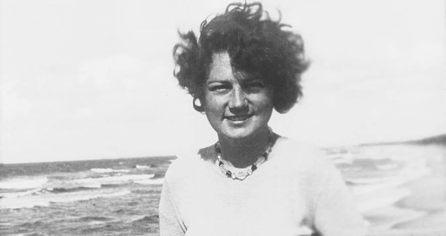 جيلي روبال على الشاطئ