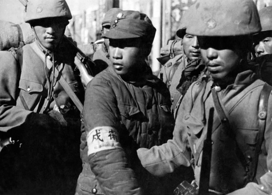 Elfogott kínai katona