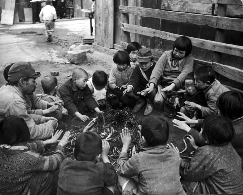 Children Huddled In Hiroshima