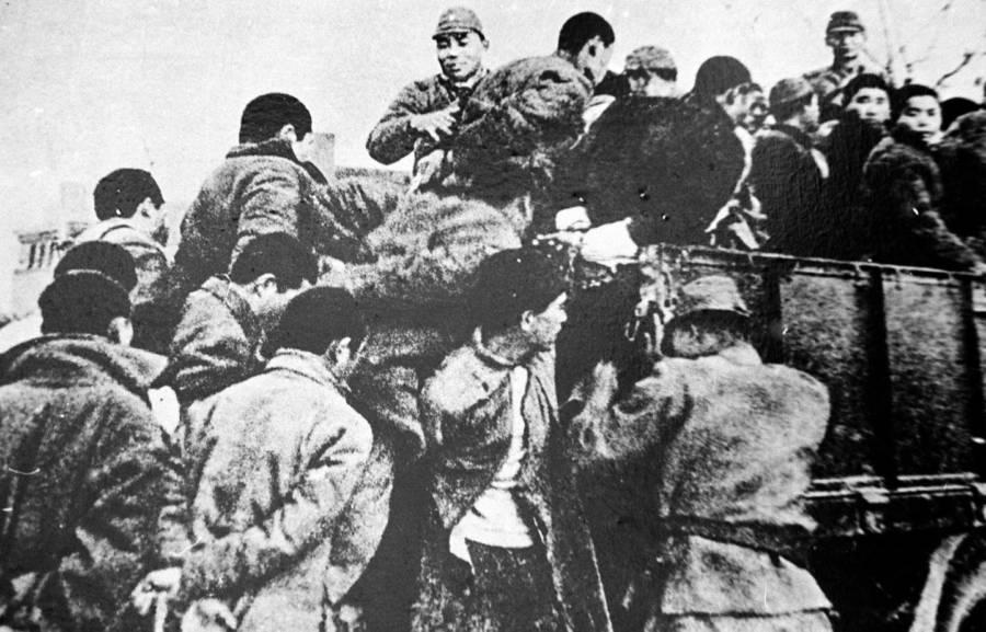 Kötött kínai fiatalok