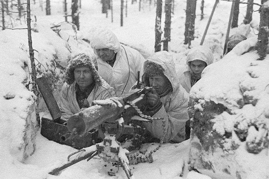 Finnish Snipers Hiding