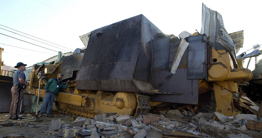 Man On Bulldozer : The story of marvin heemeyer s revenge and his killdozer