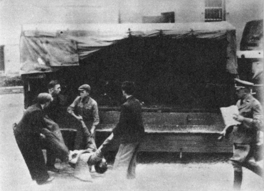 Corpse Removal In Nazi-Occupied Poland