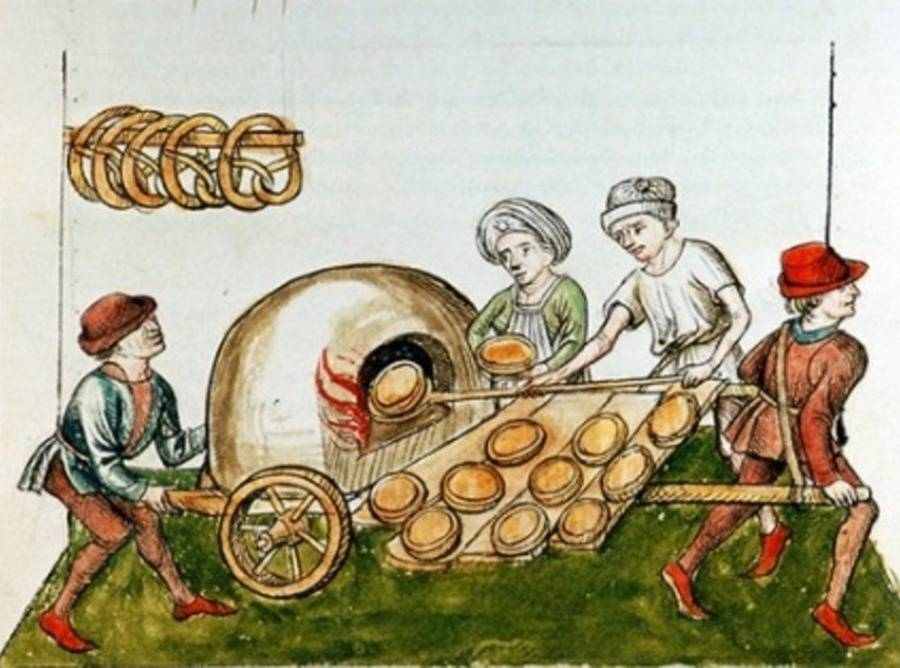 Weird Medieval Cuisine Umble Pie