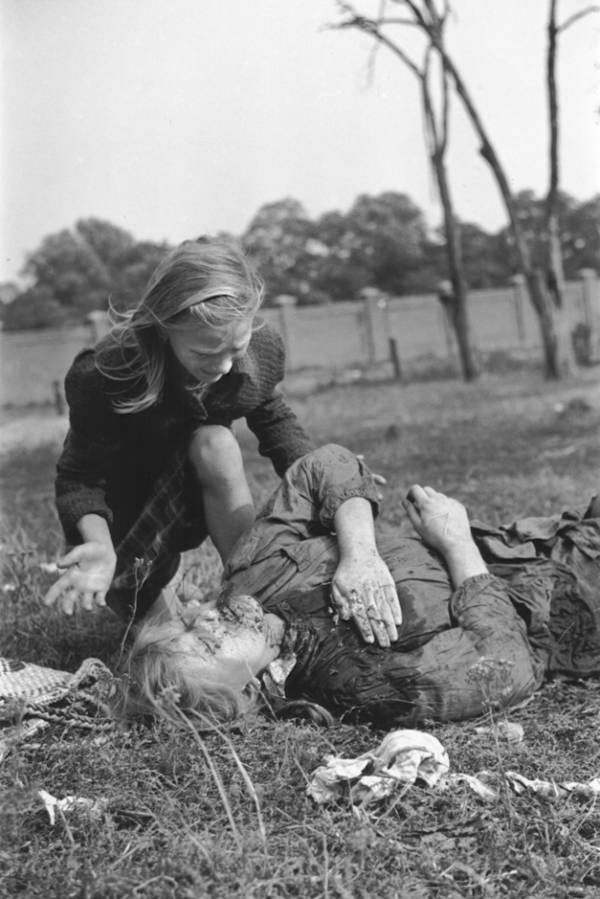 Polish Girl Killed By German Bombing