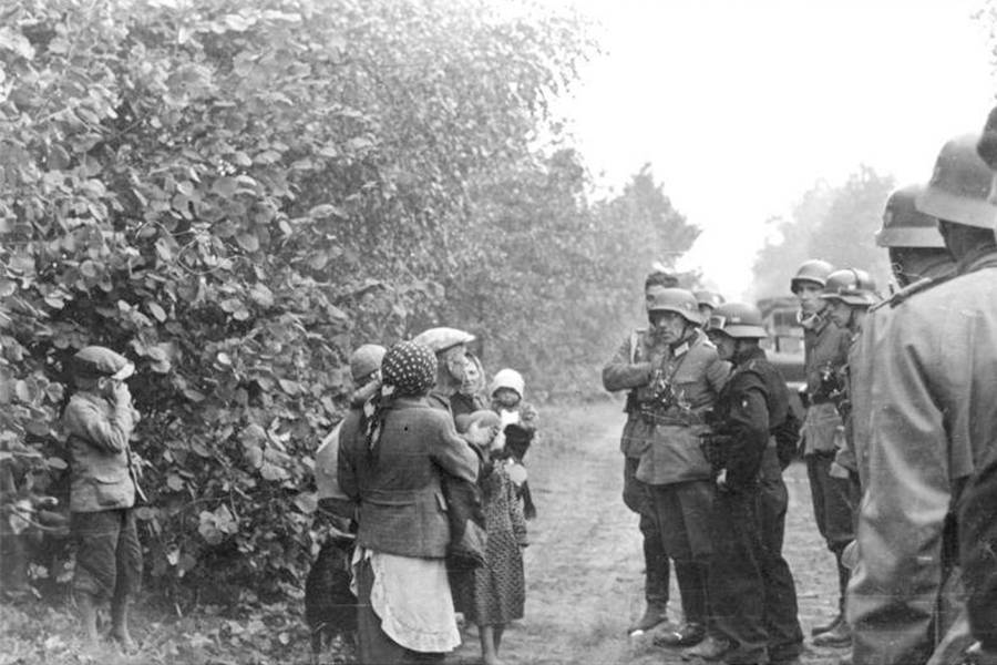 Jewish Flee Through Lithuania