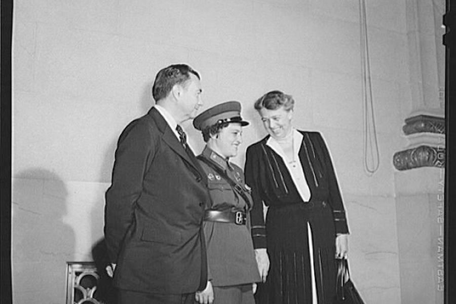 Lyudmila Pavlichenko Meets Eleanor Roosevelt