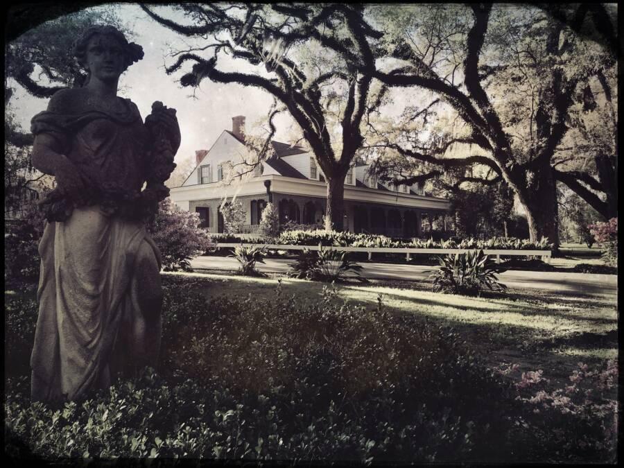 Myrtles Plantation Statue