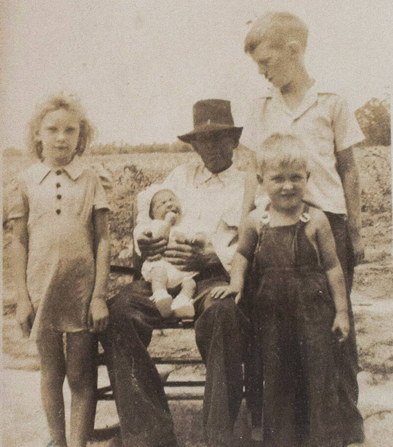 Mary Emma Thames With Her Family
