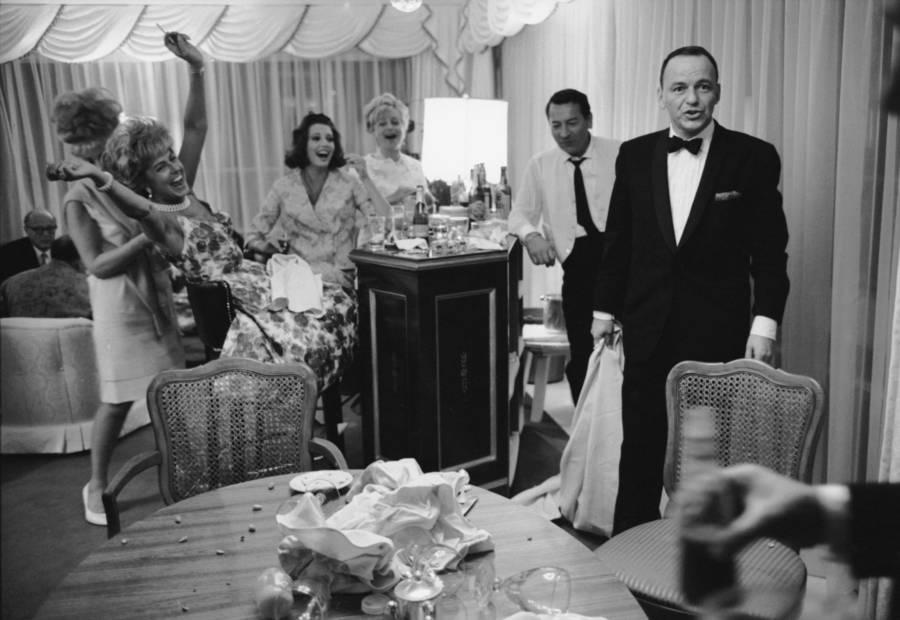Sinatra Tablecloth Hotel