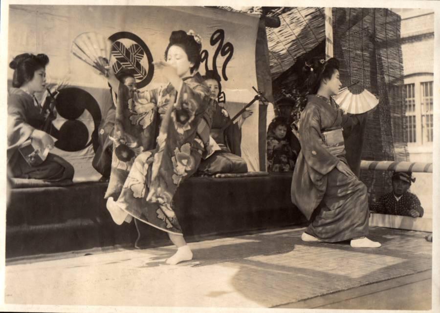 Several Dancing Women