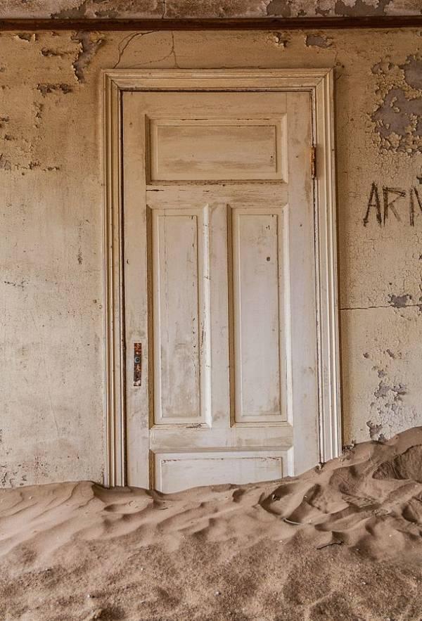 Sand Door Kolmanskop