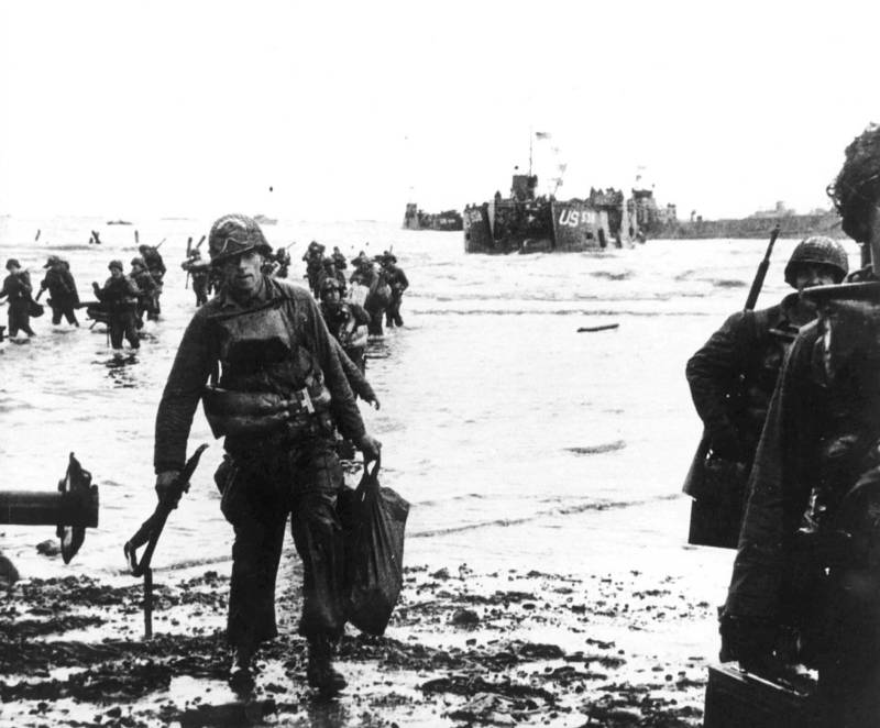 Soldiers Walk Ashore On D-Day During Operation Overlord