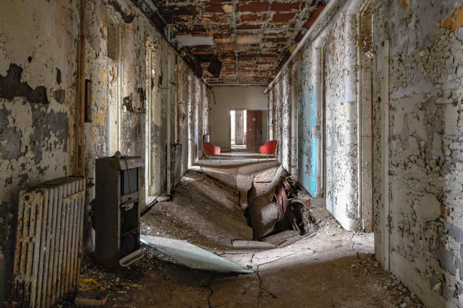 Willard Hallway Ruin