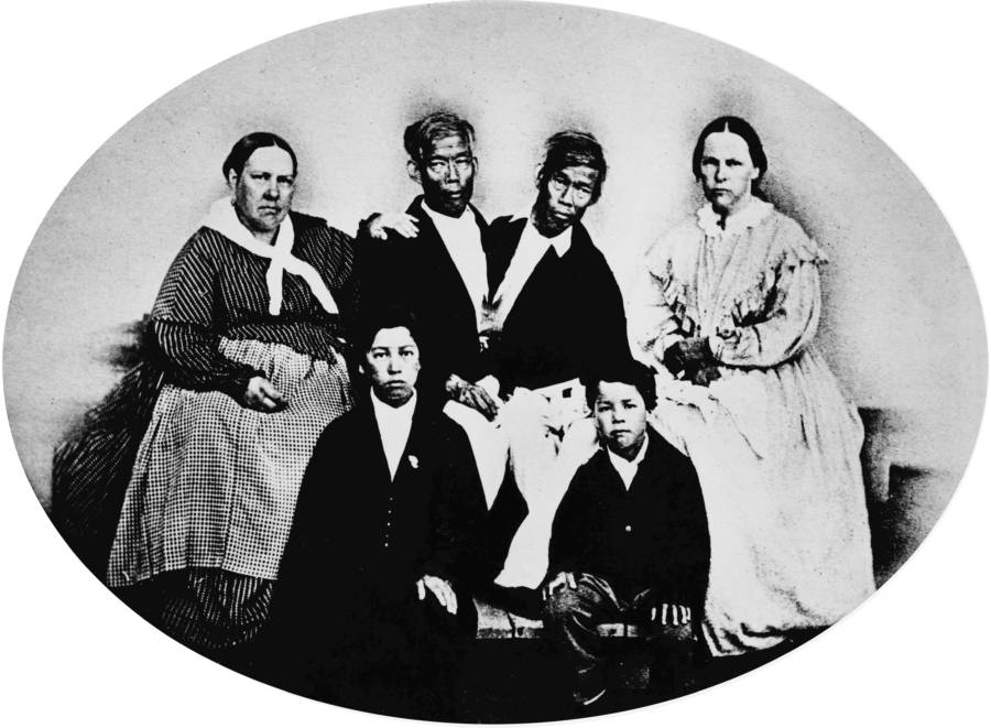 Siamese Twins Chang And Eng With Their Wives And Kids