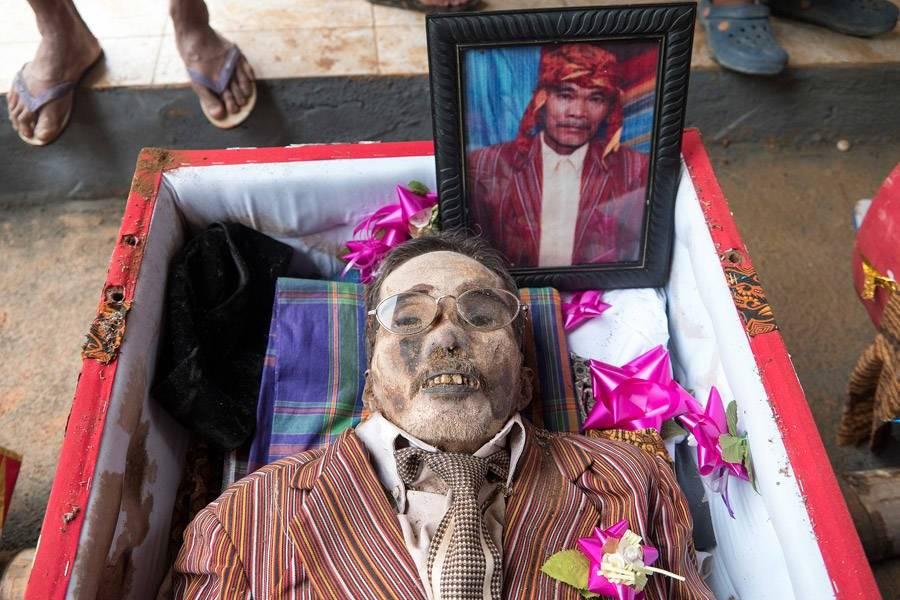 Extreme Embalming At Torajan Funerals