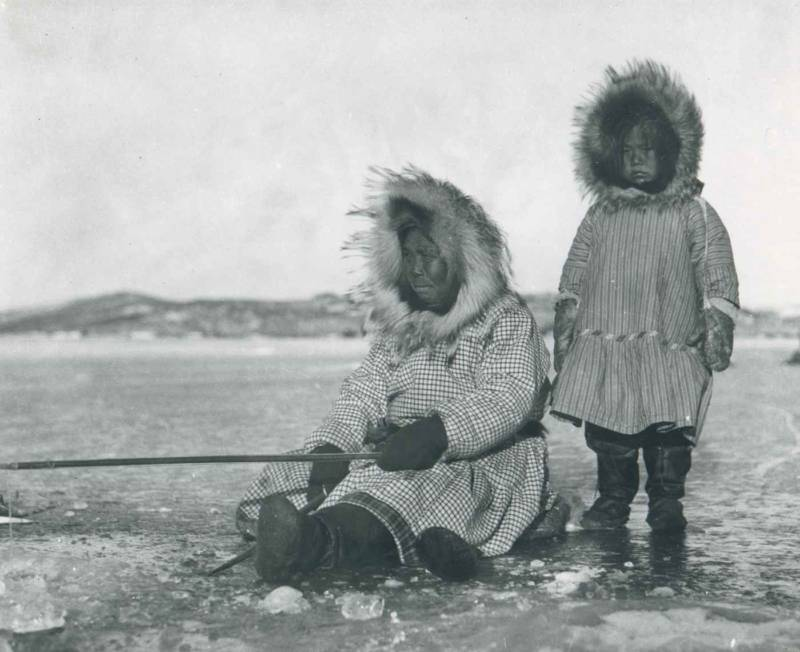 Inuit Woman And Girl