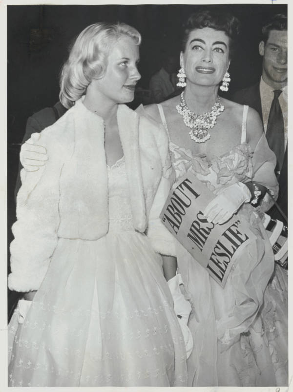Joan Crawford With Her Daughter At Mrs. Leslie Premier